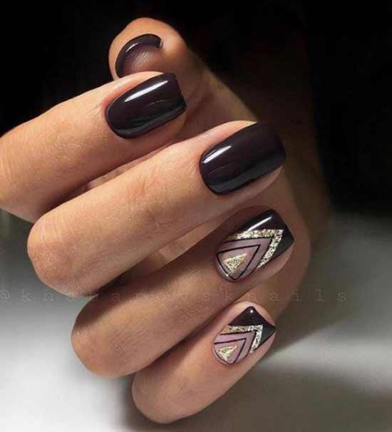 Золотой треугольник на ногте