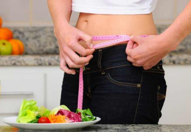 Чем лучше заправлять салаты на диете
