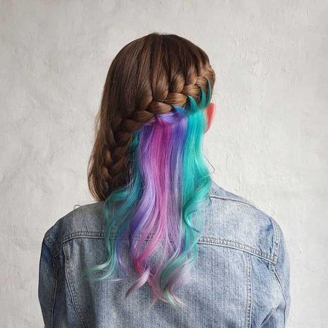 Прическа с окрашиванием скрытая радуга в волосах