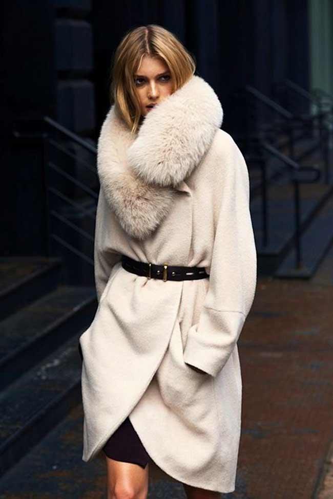 Черное платье и белоснежное пальто