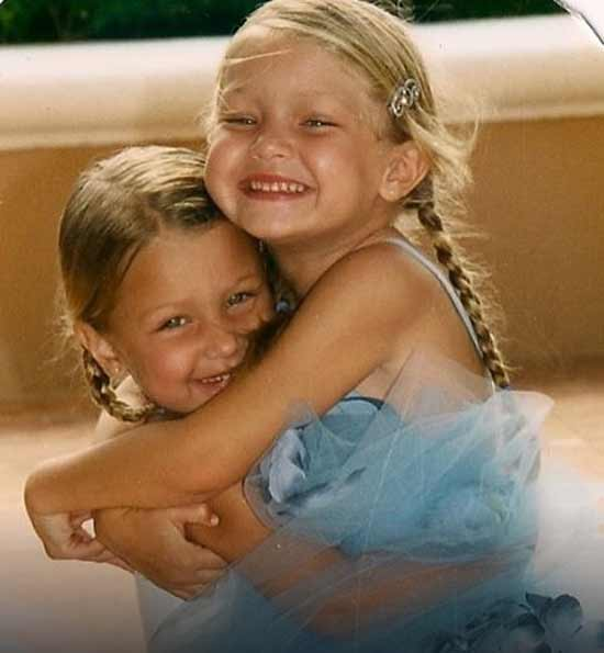 Джиджи и Белла Хадид в детстве