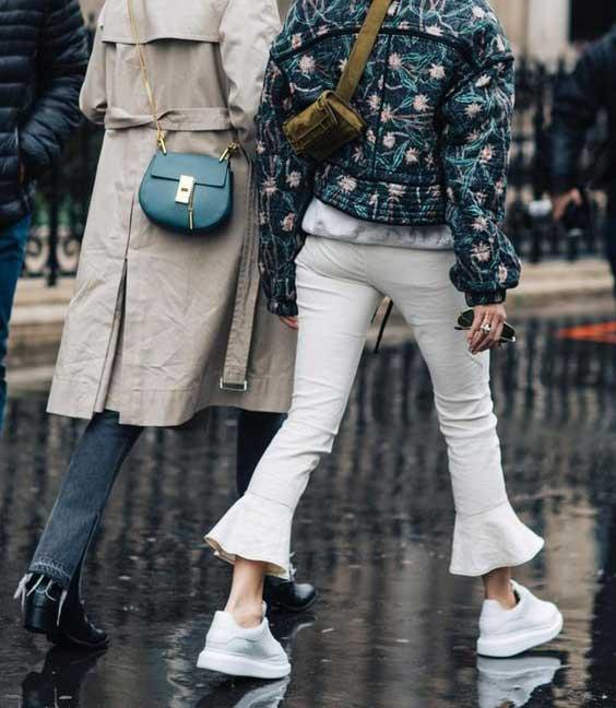 Белые джинсы клеш образ