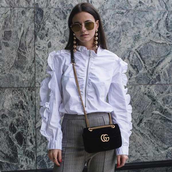 Необычная белая блузка с рюшами