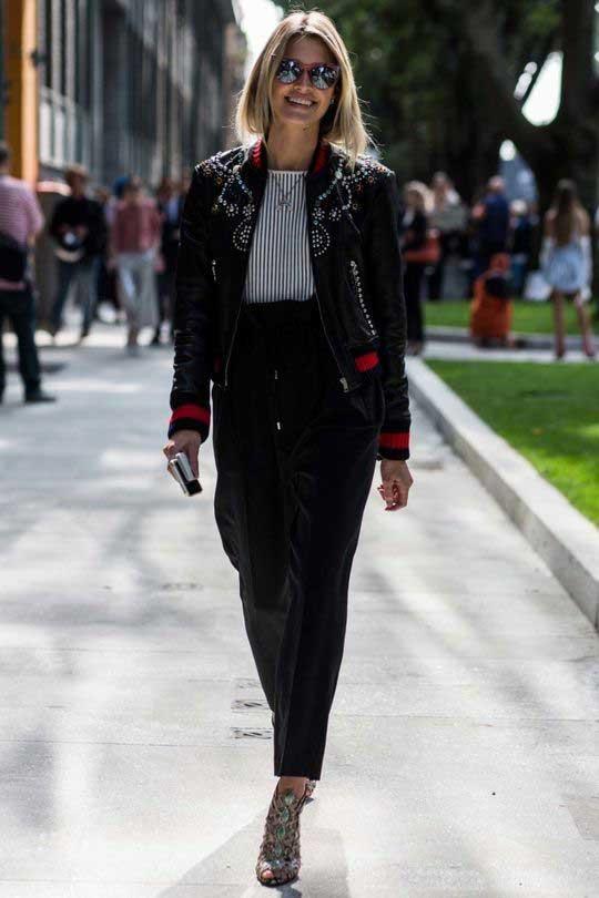 Черные широкие брюки и темный верх