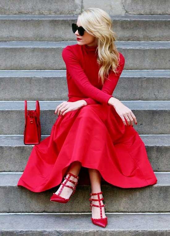 Монохромный образ с красной юбкой
