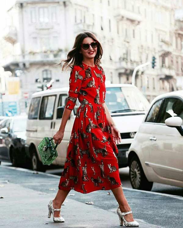 Еще образ с красным платьем+серебристая обувь