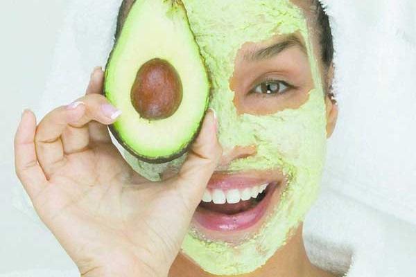 Омолаживающие маски из авокадо: разгладят «запущенные» морщины