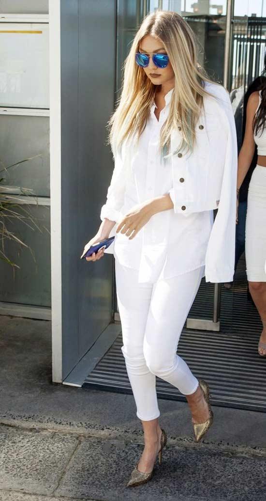 Джиджи модель в белых брюках