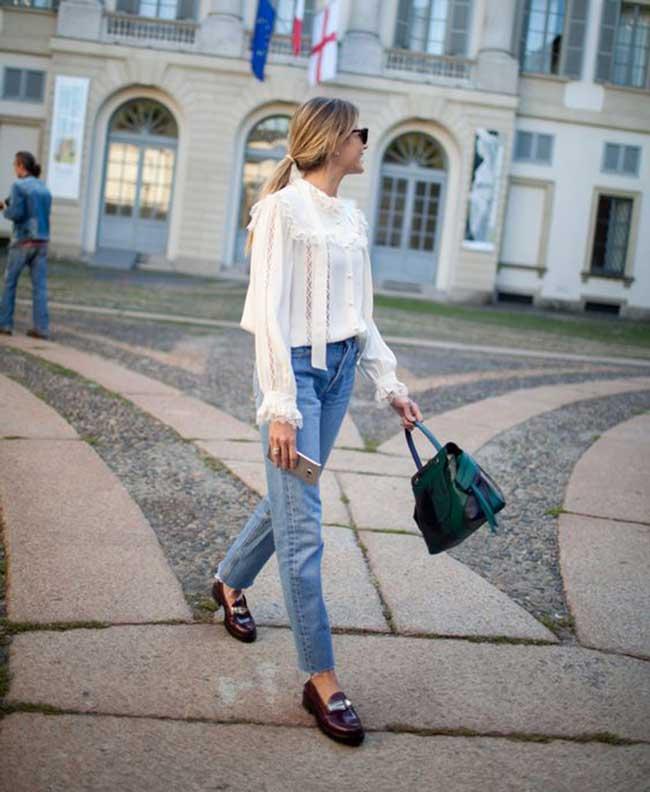 Джинсы+белая блуза с рюшами
