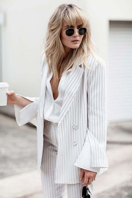 Шикарный вид с белоснежной классической рубашкой