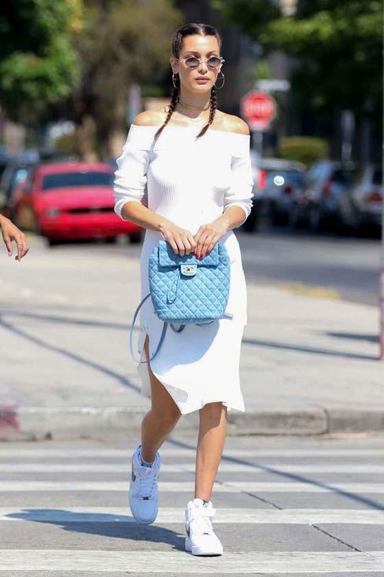 Однотонный наряд белое платье+белые кроссовки