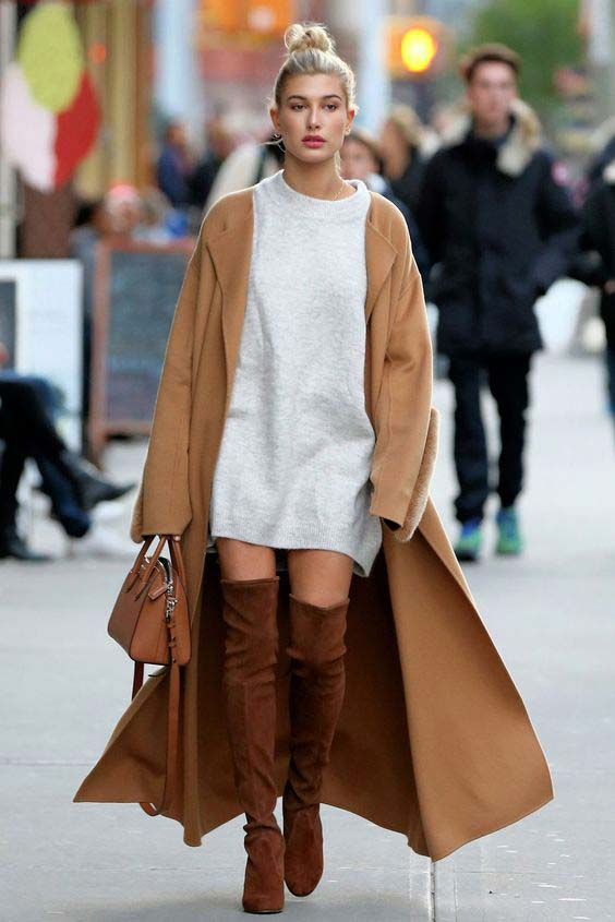 Идея с длинным пальто и коричневыми сапогами