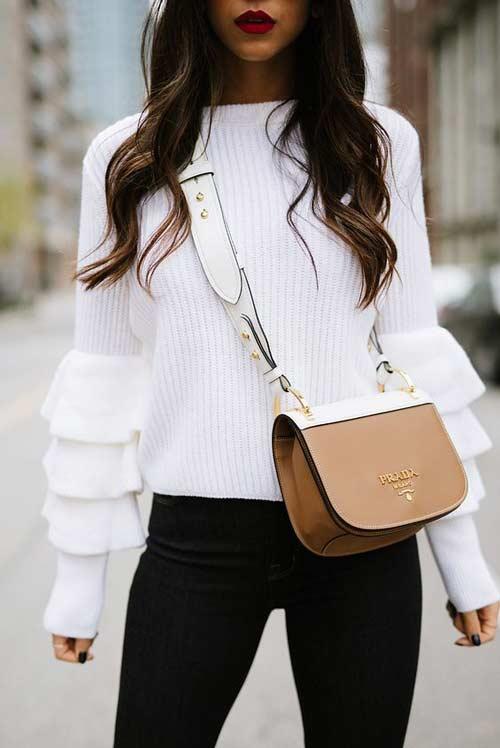 Белый свитер с оборками