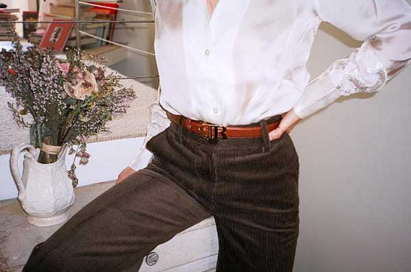 Блуза с воланами с чем носить