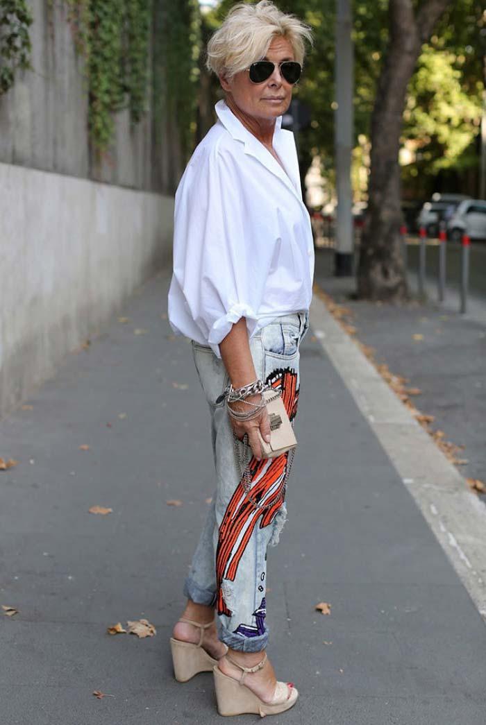 Джинсы с вышивкой+белая рубашка, женщина в возрасте