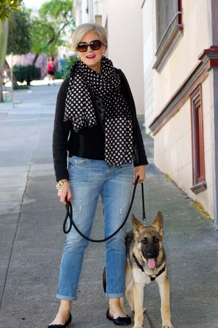 Модный блогер в пенсионном возрасте образ