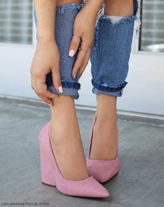 Розовые туфли на танкетке