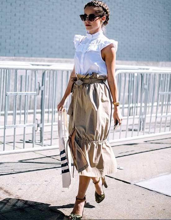 Модный образ с женственной блузой с рюшами короткий рукав