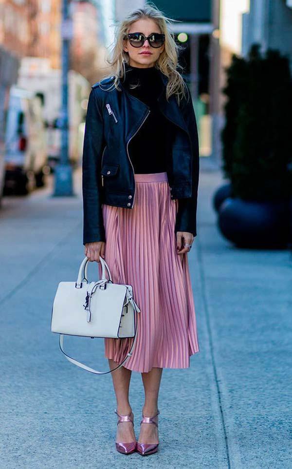 Юбка розовая плиссе и кожаная куртка
