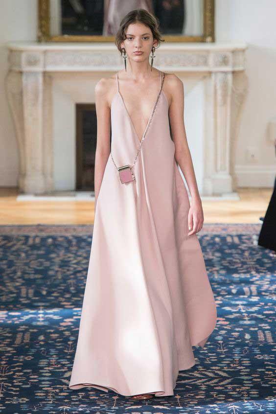 Платье в оттенке нюд