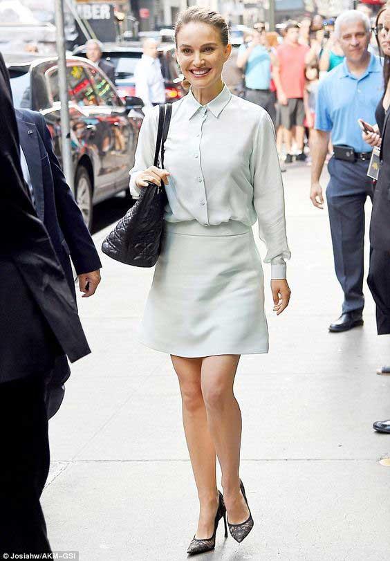 Повседневный образ с мини юбкой и блузой