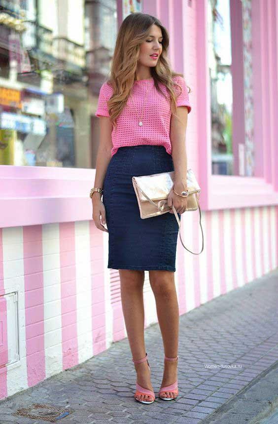 Однотонная юбка + розовая блузка + босоножки в тон