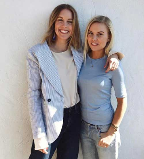 Пиджак + джинсы + классическая белая блуза с удлиненными рукавами
