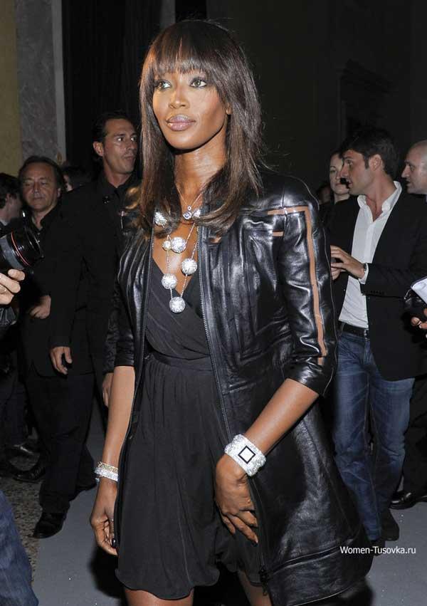 Кожаная куртка с легким платьем - стиль гранж, Наоми Кэмпбел