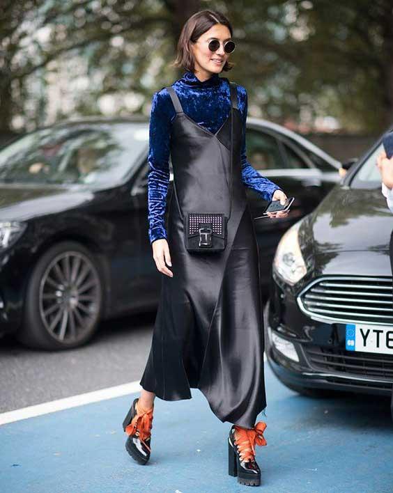 Бархатная блуза с кожаным платьем