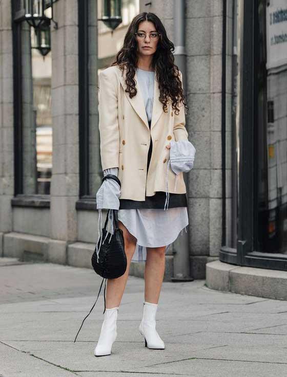 Уличный стиль - белые ботильоны