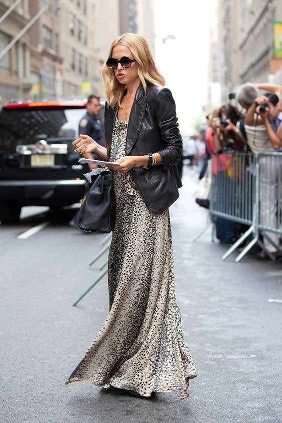Платье с леопардовым принтом и черная косуха