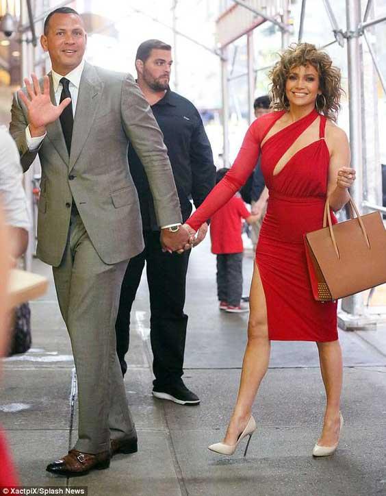 Красное платье - знаменитость