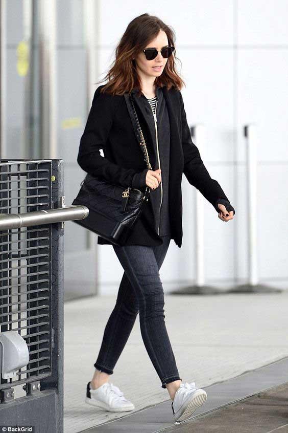 Лили Коллинз в узких джинсах