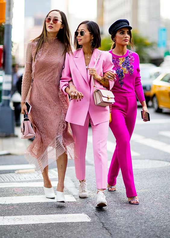 Розовый брючный костюм двойка