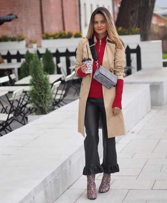 С тренчем +красный свитер+брюки с оборками