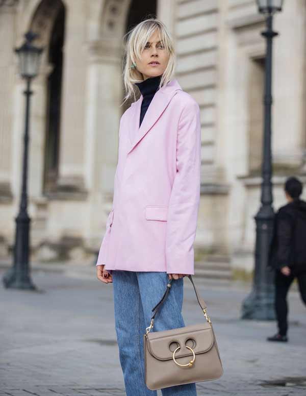 Розовый пиджак с принтом