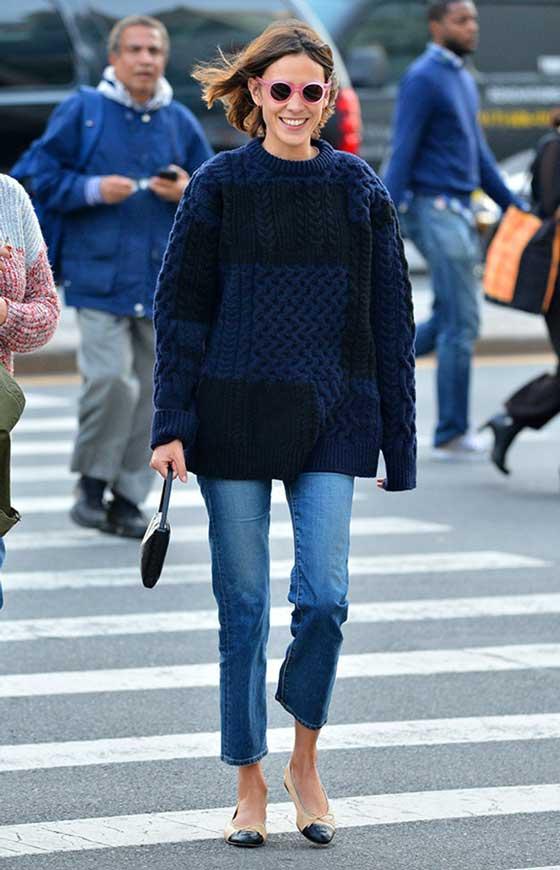 Сине-черный свитер с рисунком