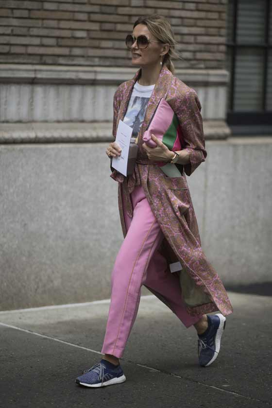 Модница в розовом