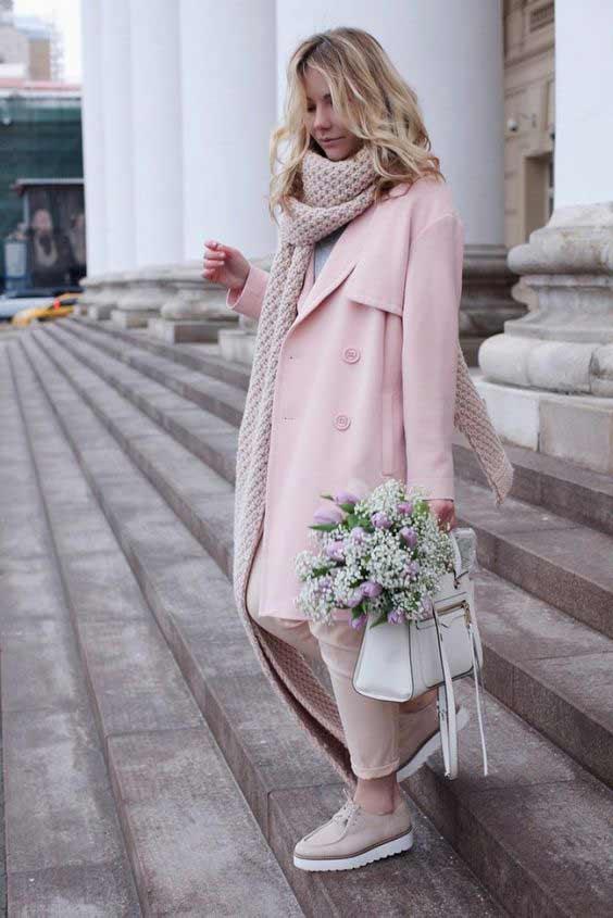Розовый шарф и розовое пальто