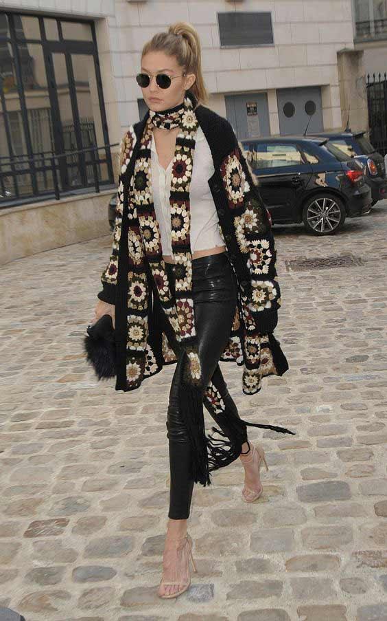 Длинный узкий шарф модно завязанный