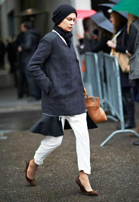 С белыми брюками