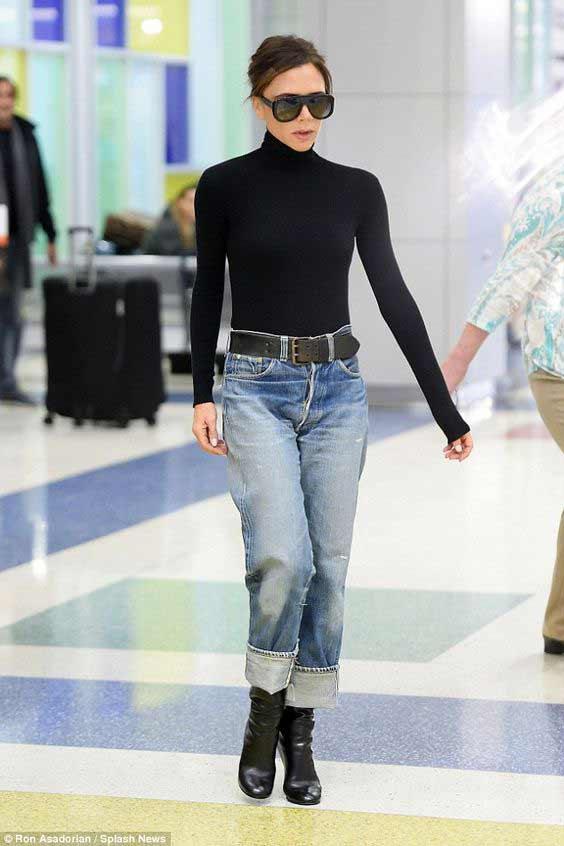 Черная водолазка + джинсы + ботильоны