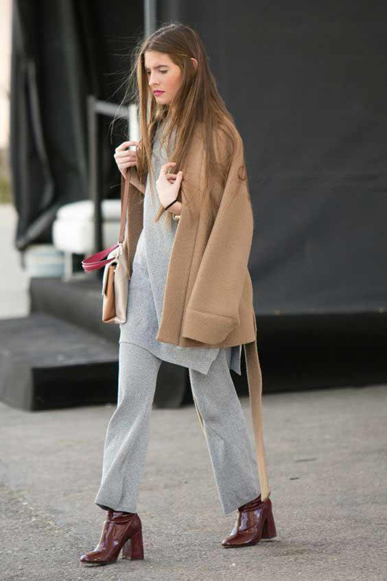 Какую обувь носить с платьем свитер