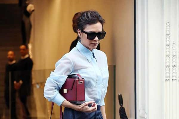 Офисная блузка плюс многоярусная юбка: новые образы Виктории Бекхэм