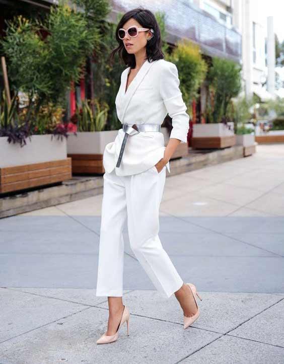 Белый костюм + серебряный ремень