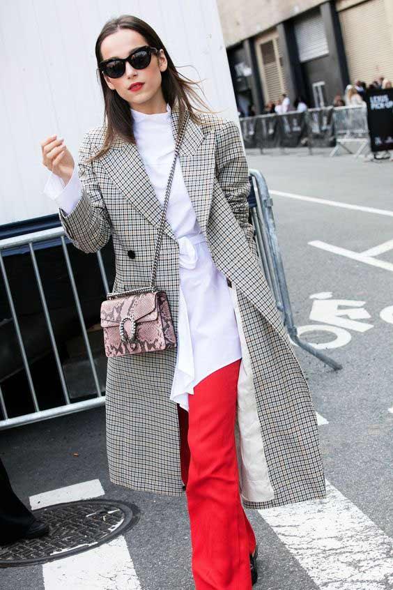 Белая блуза + красные брюки