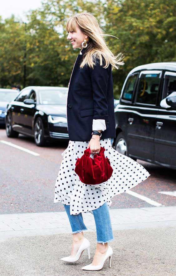 Как носить джинсы с платьем примеры
