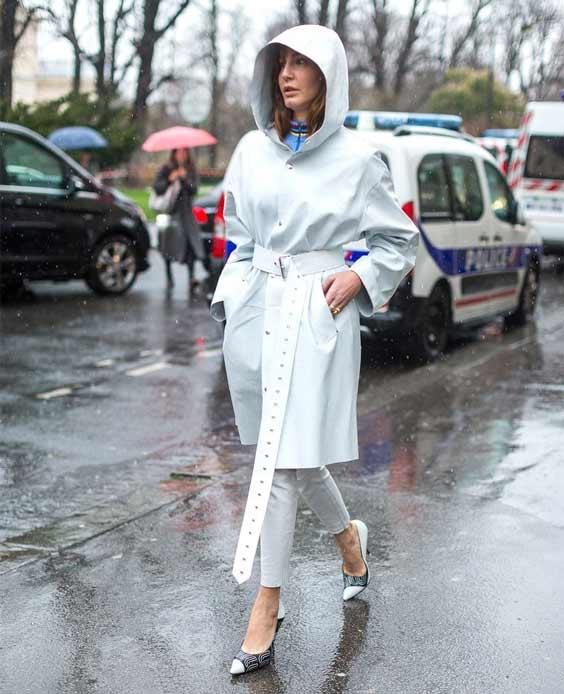 Монохромный образ в белом Париж 2017