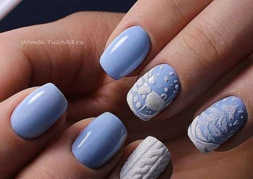 Голубые снежинки на ногтях