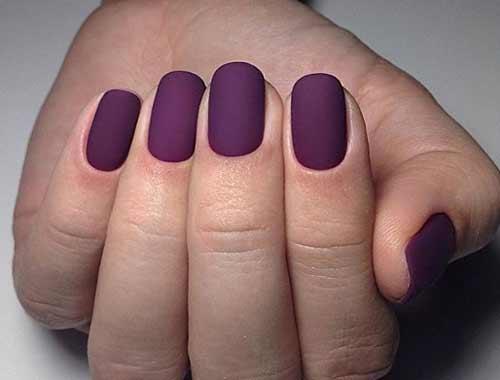 Модный фиолетовый цвет на коротких ногтях